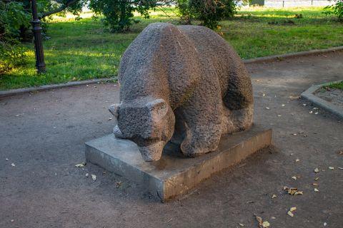 Медведь в Треугольном сквере