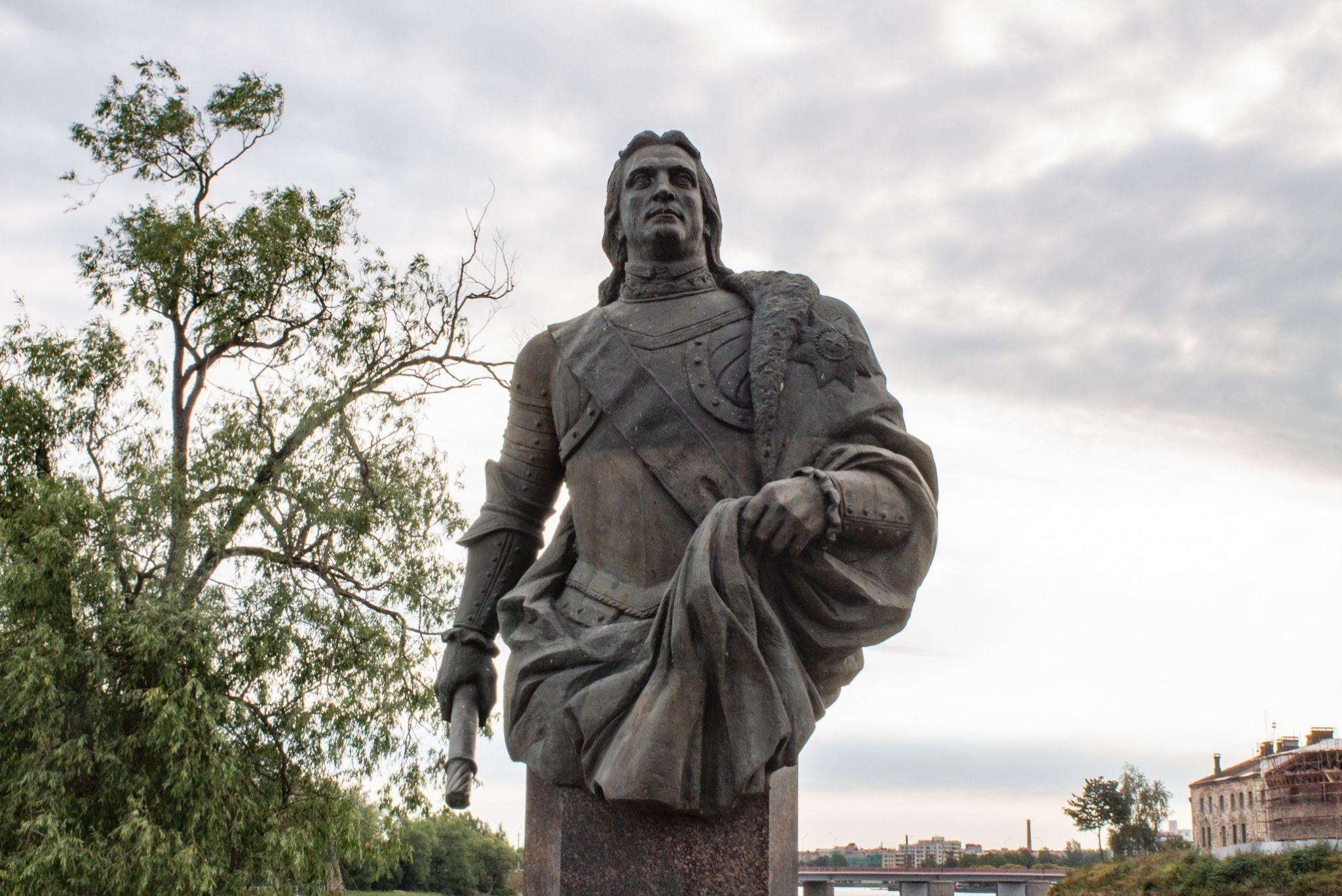 Памятник Фёдору Апраксину
